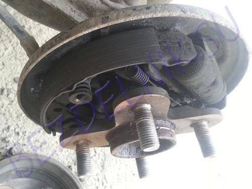 Как заменить задние тормозные колодки Toyota Passo 2004г.