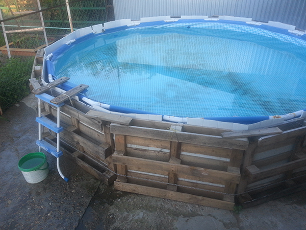 Устанавливаем бассейн в самодельный каркас